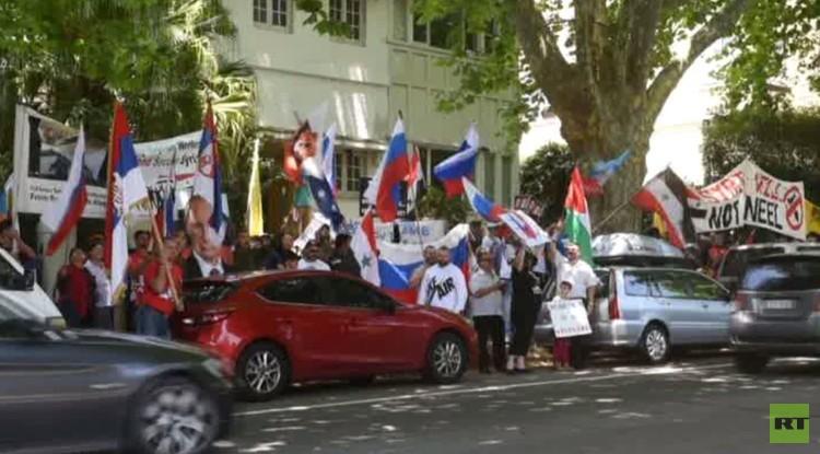 أستراليا.. العشرات يتظاهرون أمام القنصلية التركية نصرة لروسيا (فيديو)