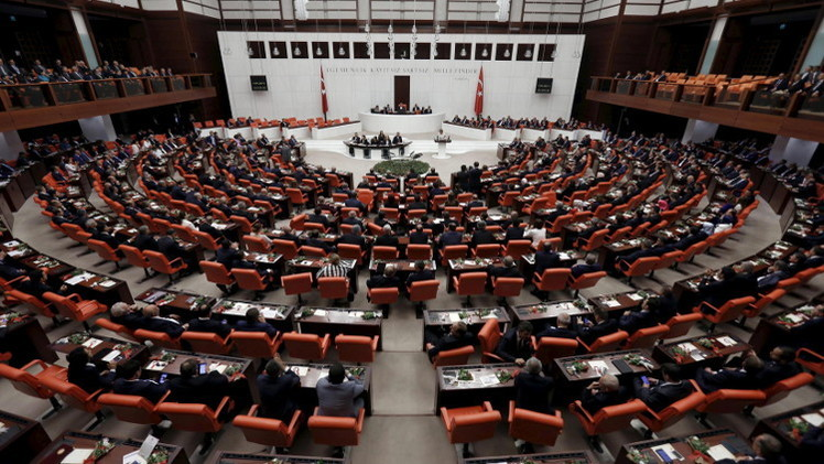 البرلمان التركي يمنح الثقة لحكومة أحمد داوود أوغلو