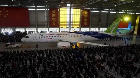"""إنتاج أول طائرة ركاب كبيرة صينية الصنع من طراز """"C919"""""""