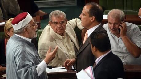 حركة النهضة تهيمن على البرلمان التونسي بعد استقالة 32 نائبا من نداء تونس