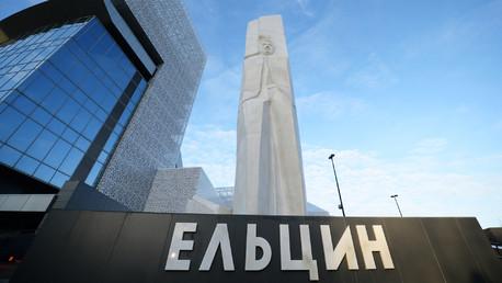 تمثال الرئيس يلتسين  في مركز بوريس يلتسين بمدينة يكاترينبورغ
