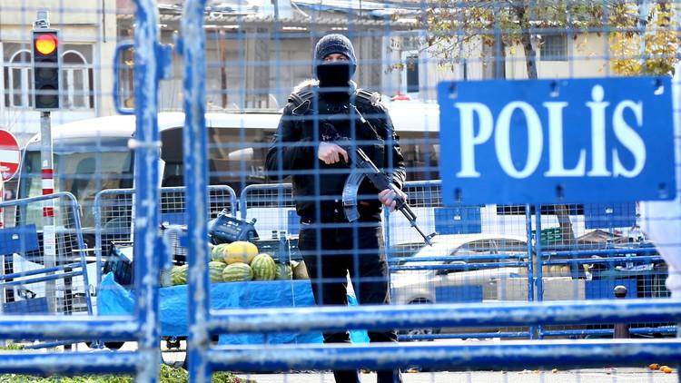 تركيا اعتقال 18 شخصا بينهم ضباط للاشتباه بالانتماء إلى