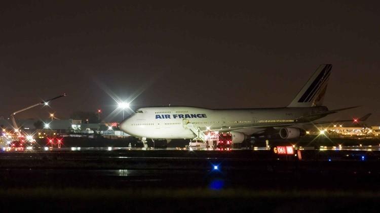 طائرة فرنسية تغير مسارها وتهبط اضطراريا إثر