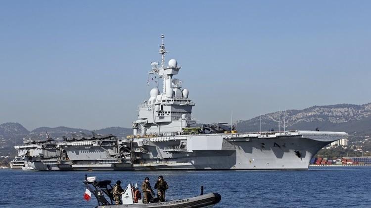 حاملة الطائرات الفرنسية شارل ديغول من المتوسط إلى الخليج