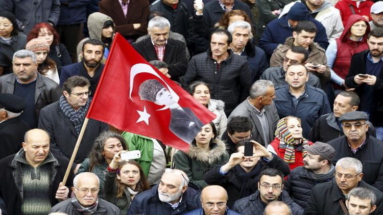 معارض تركي: السلطات تسعى إلى إسكات وسائل الإعلام المحلية