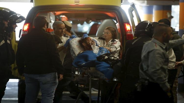 مقتل فلسطيني وإصابة إسرائيليين في عملية طعن