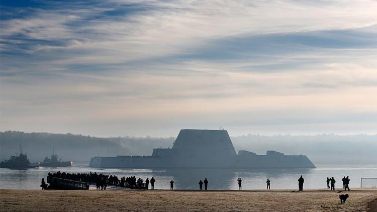 شاهد أكبر مدمرة في تاريخ البحرية الامريكية