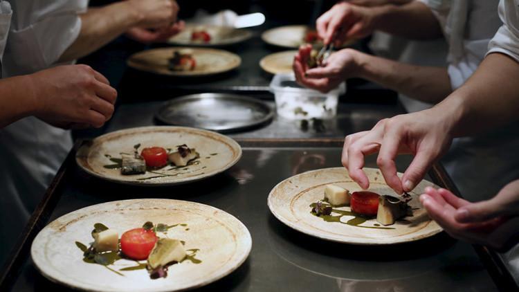 مطعم ياباني يدفع أكثر من مليون دولار تعويضاً عن انتحار موظفة