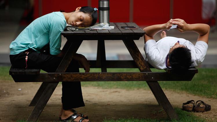 دراسة: الإفراط في النوم والجلوس يؤديان إلى الموت باكرا
