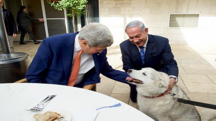كلبة نتانياهو تعض مسؤولين رفيعي المستوى خلال الاحتفال بـ