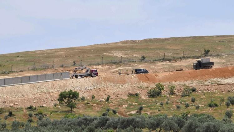 تركيا تبني جدارا بطول 82 كلم على الحدود مع سوريا