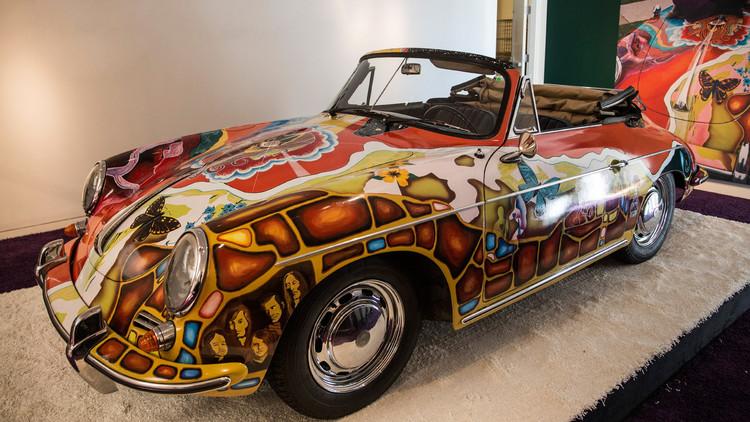 سيارة بورشه ألمانية موديل 1964 داخل دار سوذبي للمزادات، نيويورك، 4 ديسمبر/كانون الأول 2015