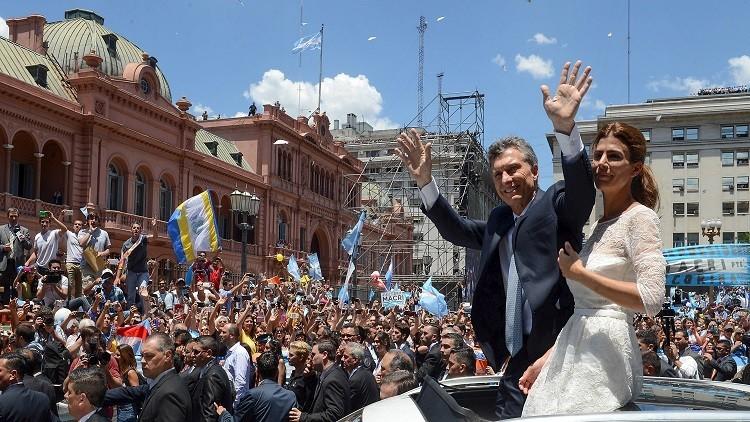 الرئيس الأرجنتيني الجديد يوثق لحظات تنصيبه برقصة لطيفة (فيديو)