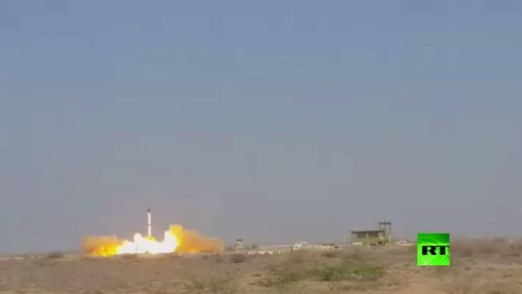 باكستان تنجح في اختبار صاروخ باليستي قادر على حمل رؤوس نووية (فيديو)