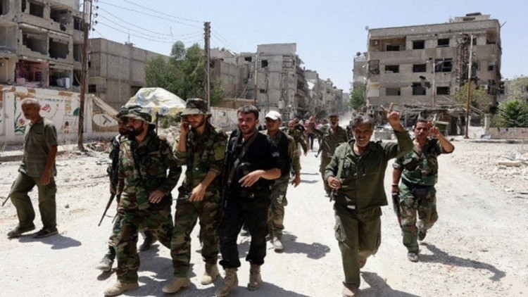الجيش السوري يشق طريقا إلى الحدود مع تركيا