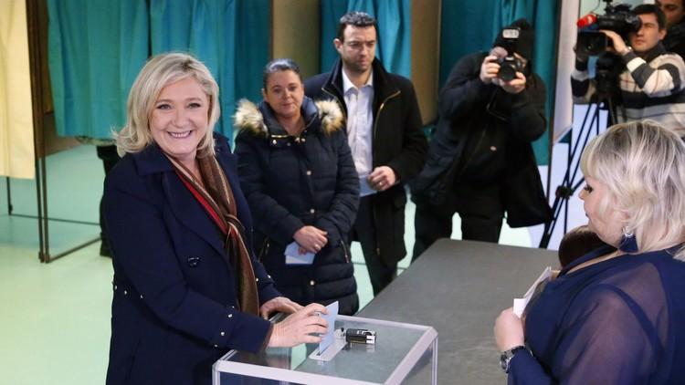 الانتخابات الجهوية الفرنسية: فوز اليمين وفشل اليمين المتطرف