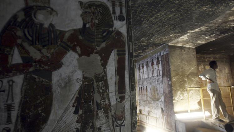 بريطانيا تعيد لوحة جدارية هامة للملك سيتي الأول إلى مصر