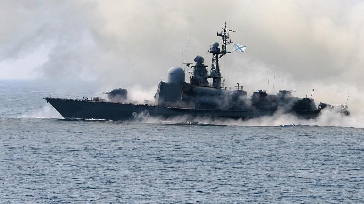 زورق صواريخ روسي يغير اتجاه سفينة تركية تعيق نقل معدات حفر