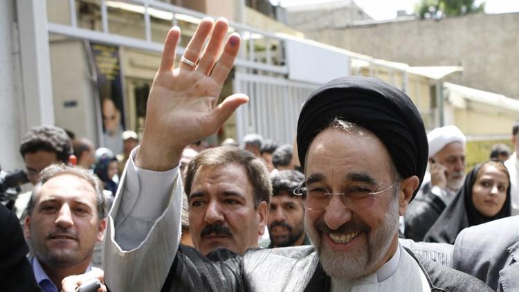 رئيس تحرير صحيفة يمثل أمام القضاء الإيراني بسبب نشره صورة خاتمي