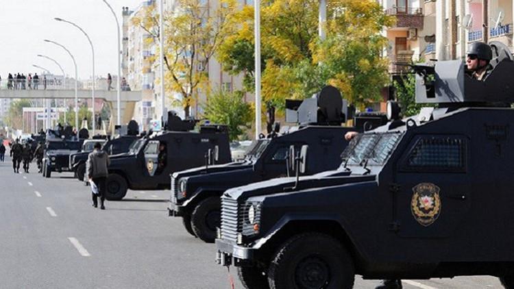 مقتل 3 من الشرطة التركية في تفجير مركبتهم جنوب شرق تركيا