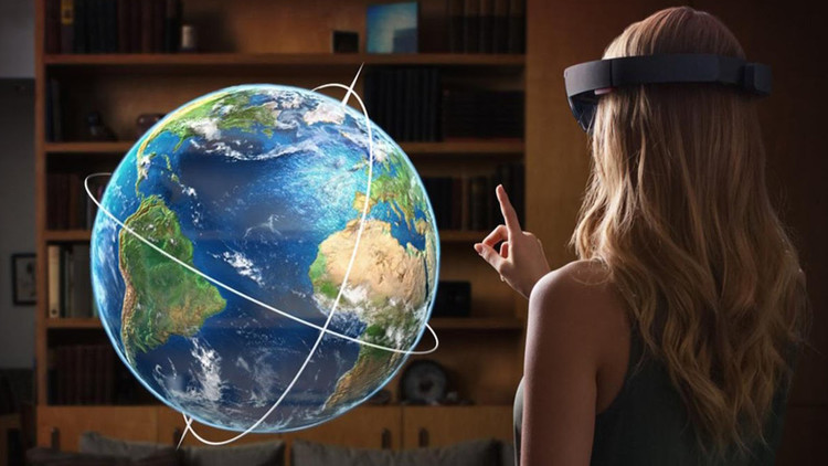  نظارات HoloLens، التي تعتقد مايكروسوفت إنها من خلالها يمكنها تغيير نوع الأنشطة اليومية من خلال قوة
