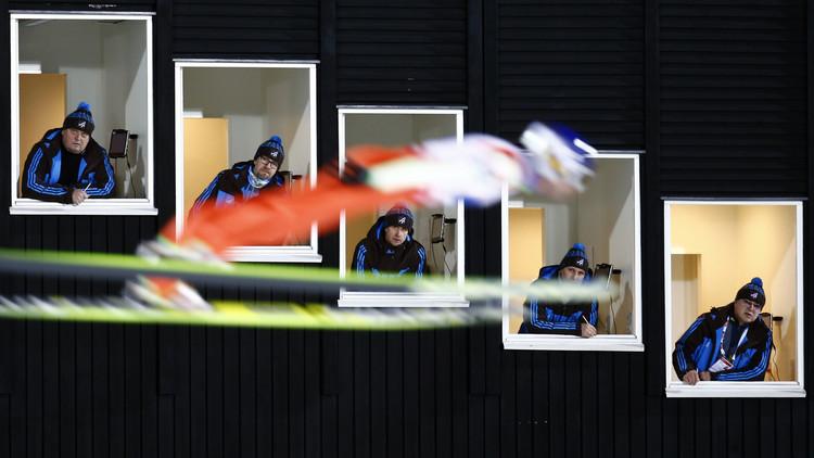 متزلج على الثلج أثناء أداء دوره في مسابقة
