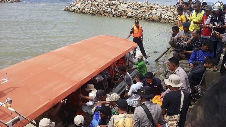 إندونيسيا.. فقدان 76 شخصا جراء انقلاب عبارة كانوا على متنها