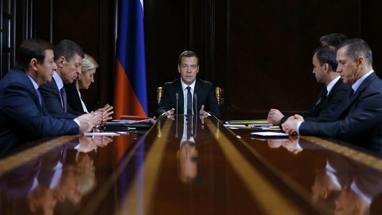 مدفيديف يوعز للحكومة بالاستعداد لمقاضاة أوكرانيا