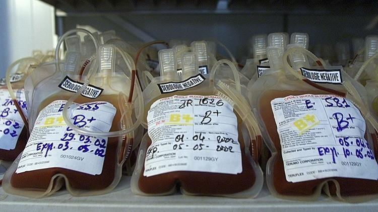 الولايات المتحدة تلغي حظر تبرع المثليين بالدم