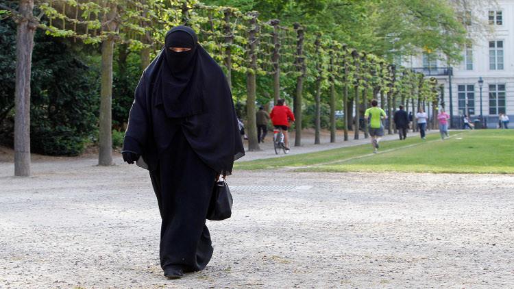 بلجيكا.. سجن إمرأة 18 شهرا بعد رفضها نزع النقاب