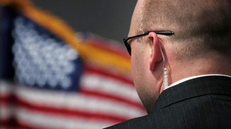 سرقة سلاح وبطاقة تعريفية لعميل سري أمريكي بواشنطن