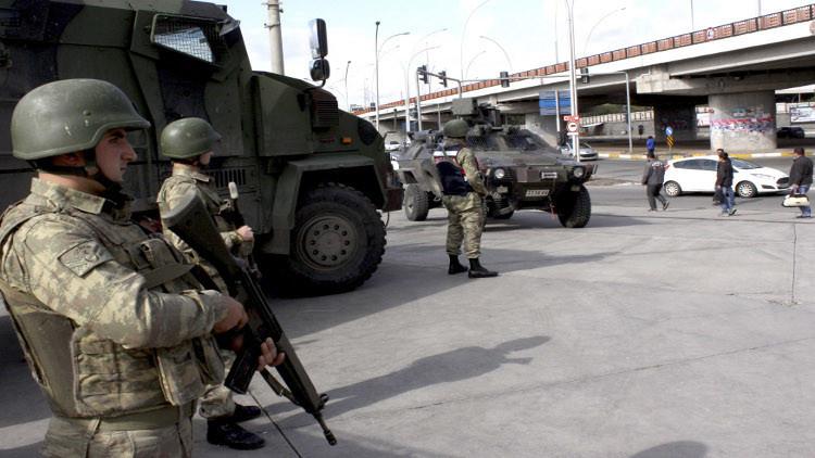 تركيا.. مقتل جندي بانفجار قنبلة واشتداد المعارك جنوب شرق البلاد