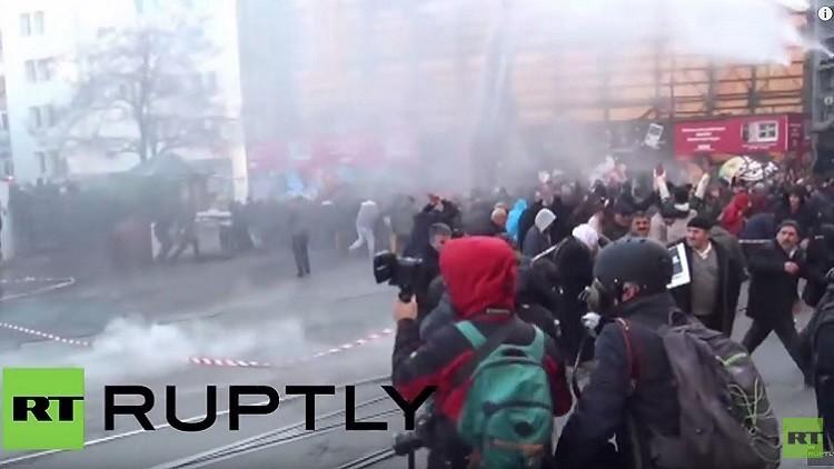 اشتباكات بين الأمن وناشطين يساريين في إسطنبول