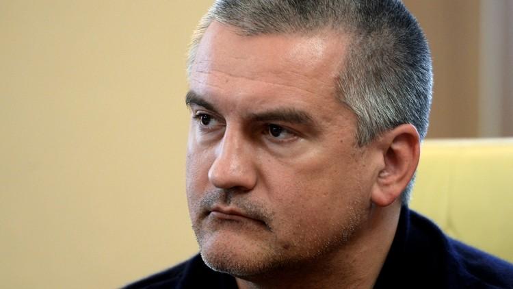 رئيس القرم ينصح بوروشينكو بالتخلي عن حلم إعادة شبه الجزيرة إلى قوام أوكرانيا