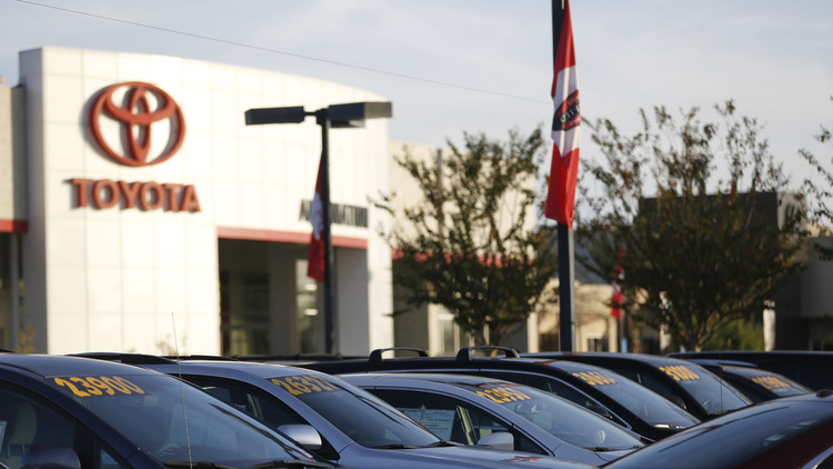 تويوتا تتصدر مبيعات السيارات العالمية في نوفمبر متفوقة على فولكسفاغن