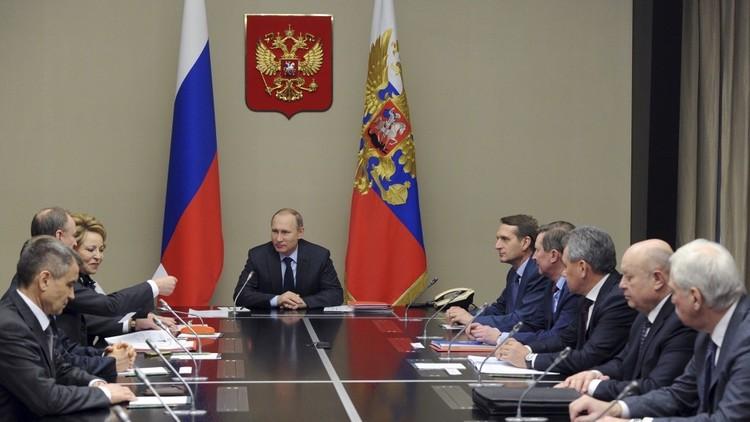 بوتين يبحث المرحلة الراهنة للتسوية السورية مع مجلس الأمن الروسي