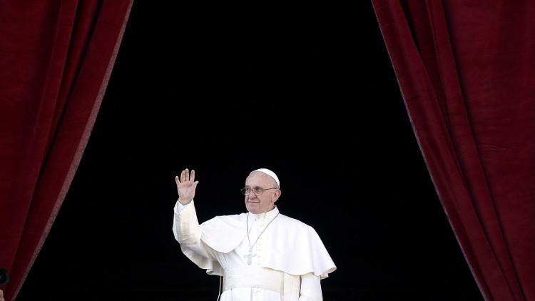 في رسالة عيد الميلاد.. بابا الفاتيكان يدعو لإحلال السلام في العالم