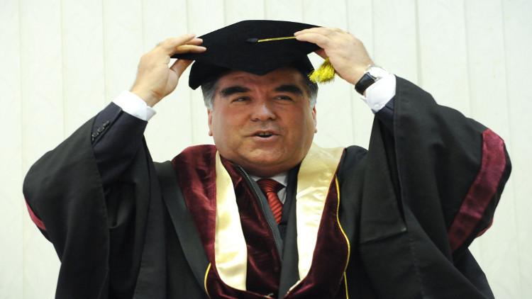 رئيس طاجيكستان يوقع قانونا يمنح نفسه فيه لقب