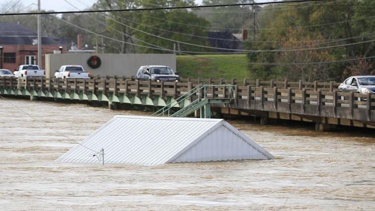 مقتل 43 شخصا بعواصف وأعاصير في الولايات المتحدة