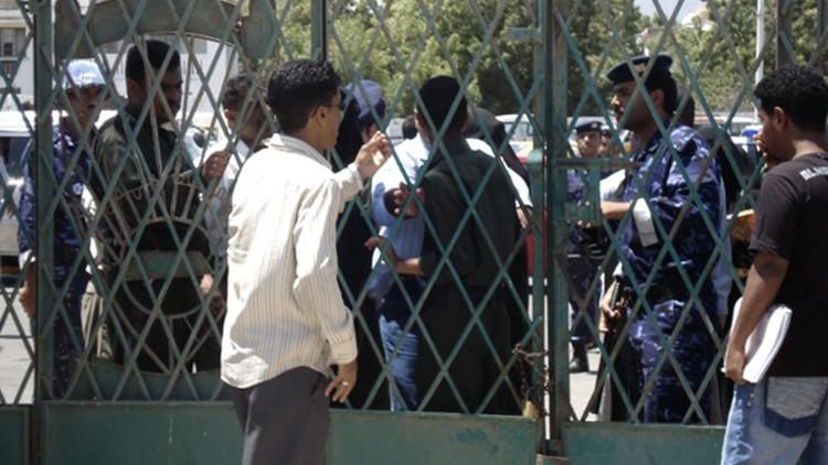 مسلحون يغلقون كليات في عدن بسبب الاختلاط بين الجنسين