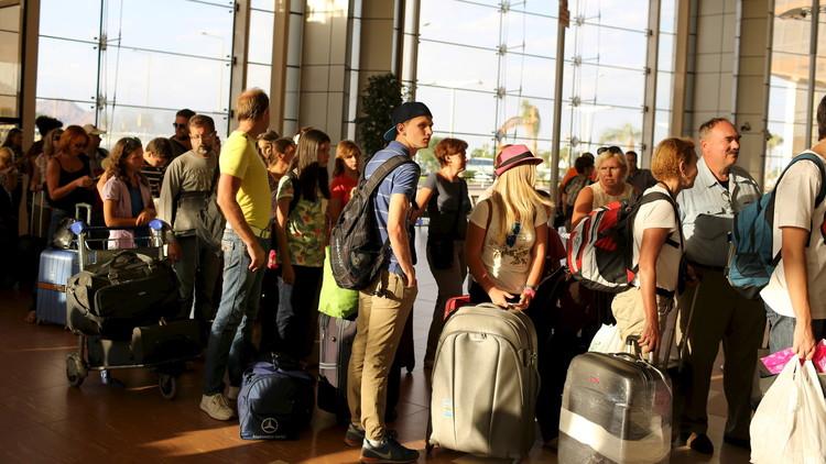خبراء روس يتأكدون من إجراءات الأمن في مطار القاهرة