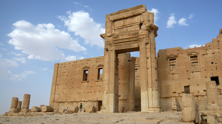 نسخة لقنطرة من معبد بعل المهدم في تدمر تنصب في لندن