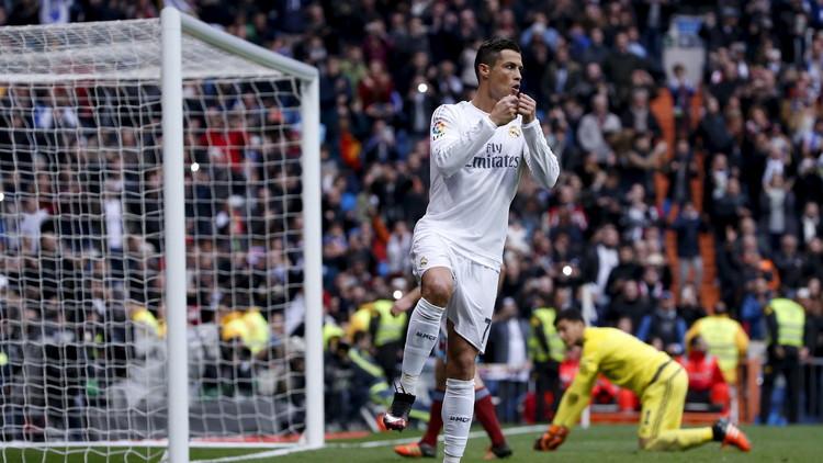 ريال مدريد يتصدر الليغا بانتظار رد برشلونة وأتلتيكو.. (فيديو)