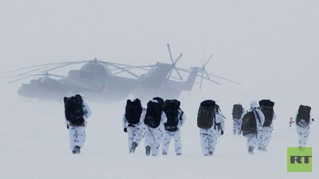 جنود روس في القطب الشمالي