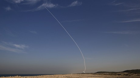 """إسرائيل تختبر صاروخ """"آرو 3"""" الاعتراضي"""