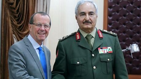 القائد العام للجيش الليبي خليفة حفتر ومبعوث الأمم المتحدة الخاص إلى ليبيا مارتن كوبلر - المرج