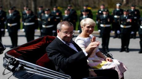 الرئيس الإستوني مع زوجته السابقة