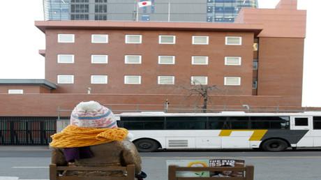 التمثال الرمز أمام السفارة اليابانية في سيئول