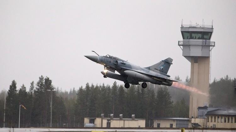 التحالف يقصف داعش في العراق.. وفرنسا تستهدف مواقعه النفطية قرب الرقة