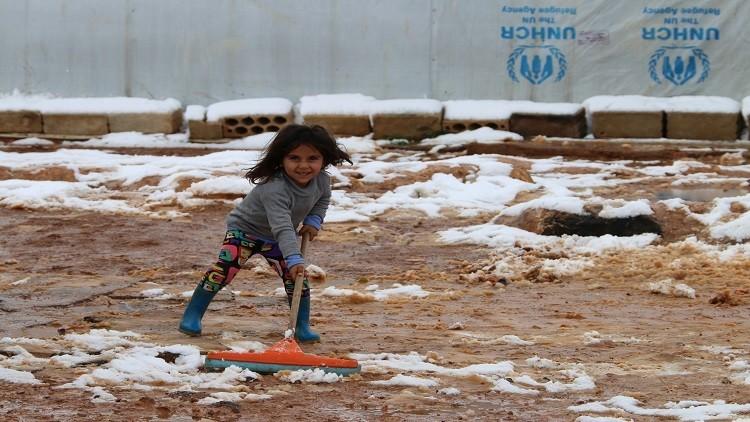 عاصفة ثلجية تضرب لبنان وتزيد معاناة اللاجئين